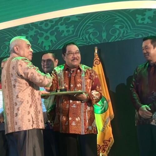 Bupati Paser Terima 8 Penghargaan Dari Gubernur Kaltim