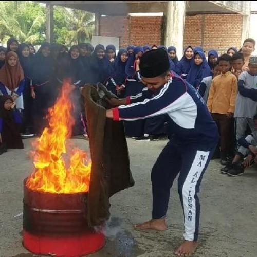 Dinsos Paser Edukasi Pelajar MTs Al-Ihsan Tentang Penanggulangan  Bencana