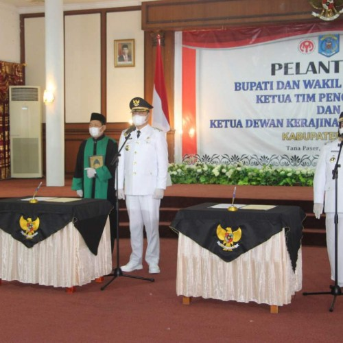 Bupati -Wabup Paser dr. Fahmi-Fadli dan Masitah Resmi dilantik Gubernur Kaltim